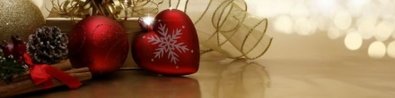 christmas-background-with-love-ornaments-and-bokeh-lights-banner-800x200