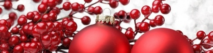 red-christmas-ornaments-balls-and-cherry-banner-800x200