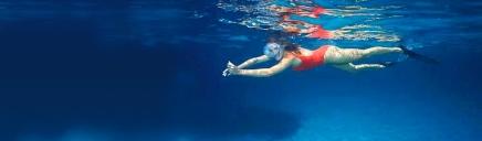 underwater-women-swimming-header