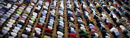 muslims-praying-in-mosque-web-header